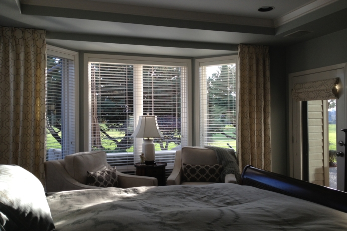 Find blinds suitable for bedrooms roman roller for Shades for bedroom windows
