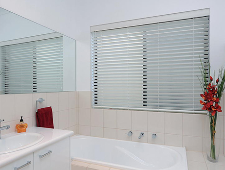 Suitable bathroom blinds roman blinds roller blinds for What type of blinds for bathroom
