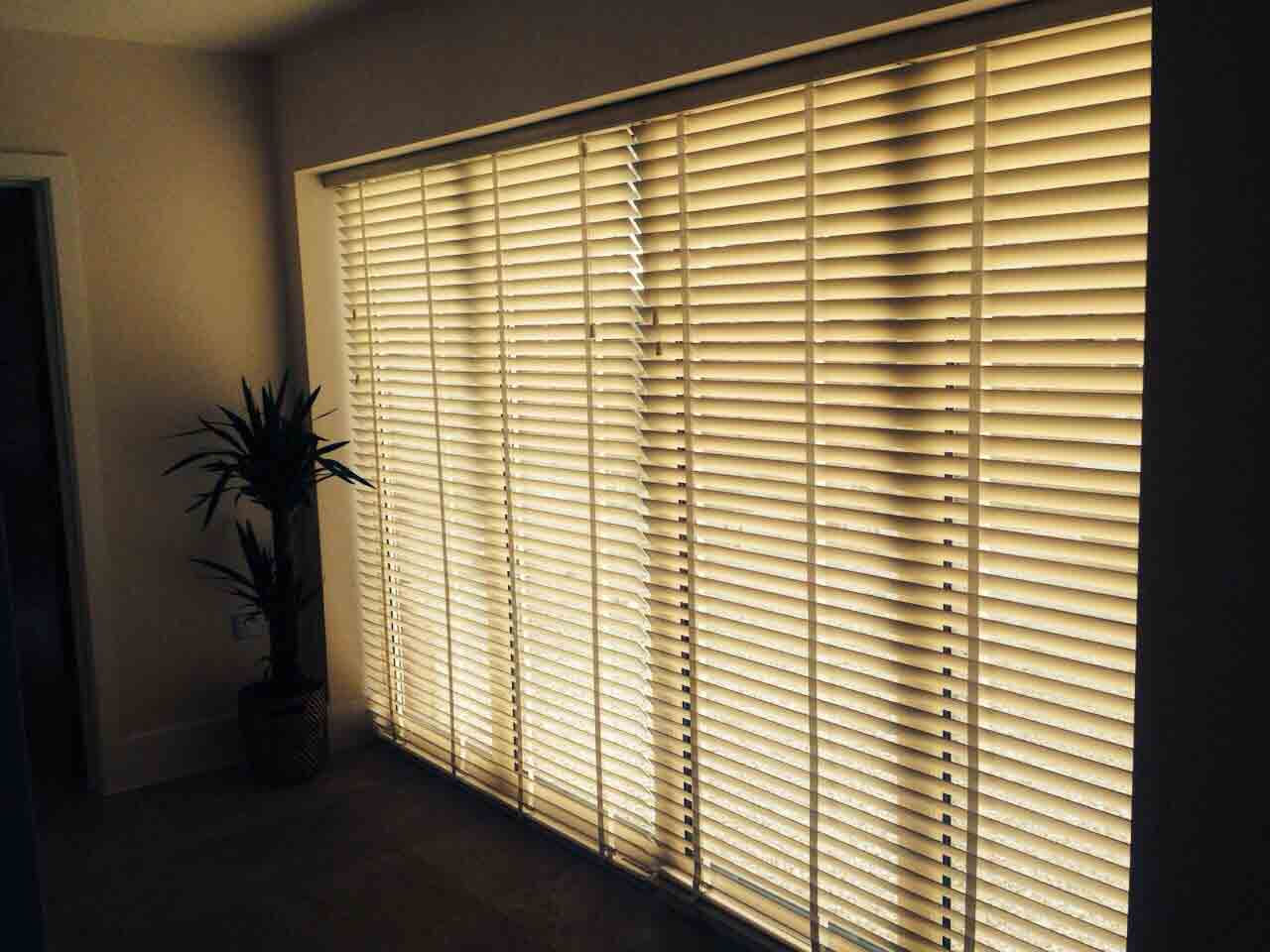 Blackout conservatory blinds conservatory blinds in uk for Velux skylight remote control troubleshooting