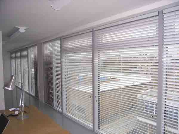 Fully Fitted Venetian Blinds In Wood Metal Pvc In